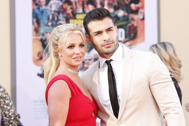 Britney Spears ja Sam Asghari ovat suuntaamassa alttarille. Kuva: AOP