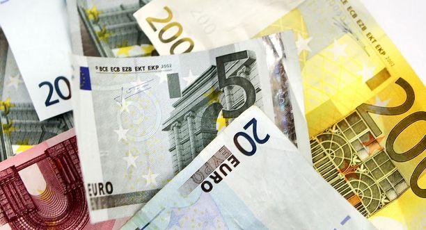 Uuden tutkimuksen mukaan puolueiden lähipiirissä ja lähettyvillä toimivien kymmenien säätiöiden yhteenlaskettu varallisuus on noin 1,4 miljardia euroa.