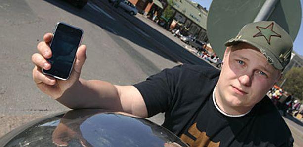 TYYTYVÄINEN – Tämä on erilainen kuin kaikki muut kännykät ja siksi niin hyvä. Jos 3G-iPhone tulee, aion vaihtaa siihen, Mikko Pekkarinen suunnittelee.