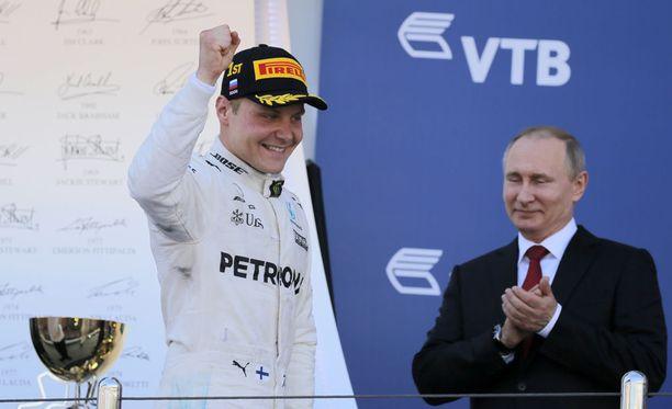Valtteri Bottas tapasi Vladimir Putinin ennen palkintojenjakoa.