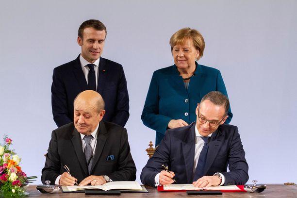 Jean-Yves Le Drian on nykyään Emmanuel Macronin hallituksen ulkoministeri. Kuvassa myös Saksan liittokansleri Angela Merkel ja ulkoministeri Heiko Maas.