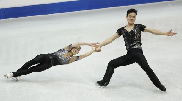 Ryom Tae-Ok (vas.) ja Kim Ju-Sik ovat Pohjois-Korean menestyneimpiä urheilijoita.