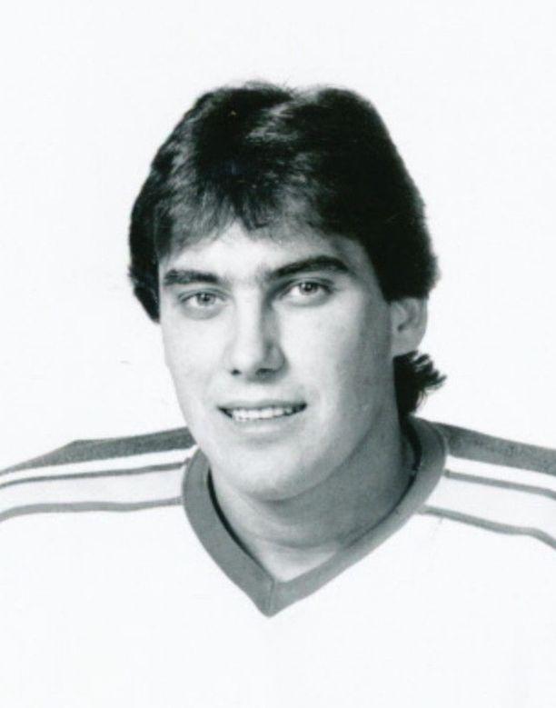 Alain Lemieux pelasi NHL:ää St. Louis Bluesissa, Quebec Nordiquesissa ja Pittsburgh Penguinsissa.