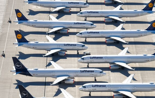 Lufthansan koneita Berliinin Brandenburgin lentokentällä Saksassa. Kuva otettu 24. huhtikuuta.