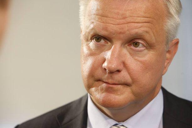 Elinkeinoministeri Olli Rehn (kesk) moittii Fennovoiman toimintatapoja Kalevassa.