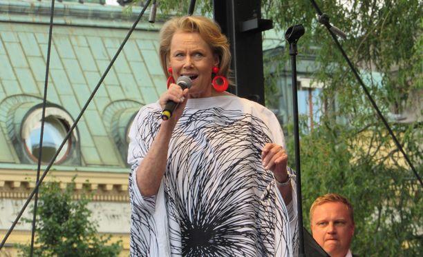 Arja Saijonmaa on tunnettu suomalainen laulaja ja kirjailija. Saijonmaa asuu Tukholmassa.