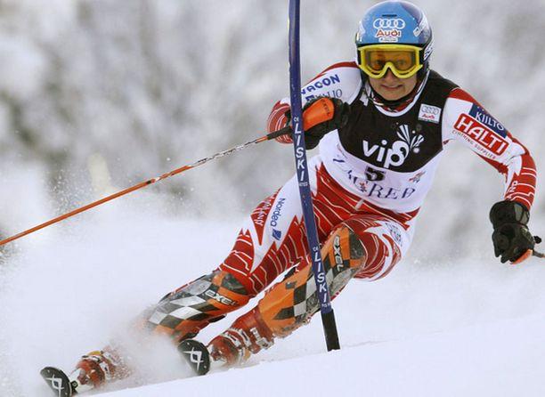 Tanja Poutiainen jaksoi taistella vaikeasta vatsataudista huolimatta.