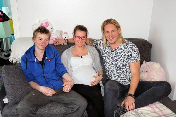 Sami Kuronen tutustuu ohjelmassa teiniparin arkeen.