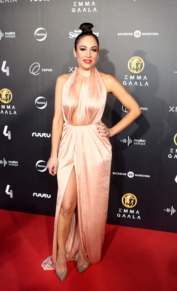 Jannan tyyli Emma-gaalassa oli aivan kuin Lopezilla Grammyissä - timanttikorkokenkiä myöten.
