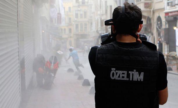 Turkin poliisi käytti kyynelkaasua Pride-kulkuetta vastaan Istanbulissa.
