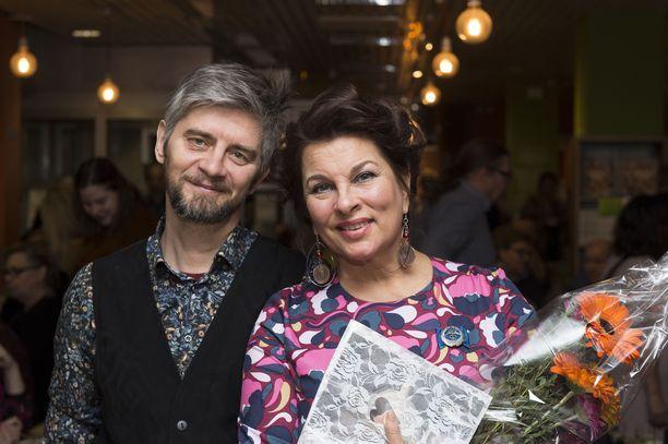 Satu Silvo ja Reidar Palmgren ravintola Silvopleen 20-vuotisjuhlissa.  - Olen Satusta tosi ylpeä. Hänellä on ollut kovat haasteet.