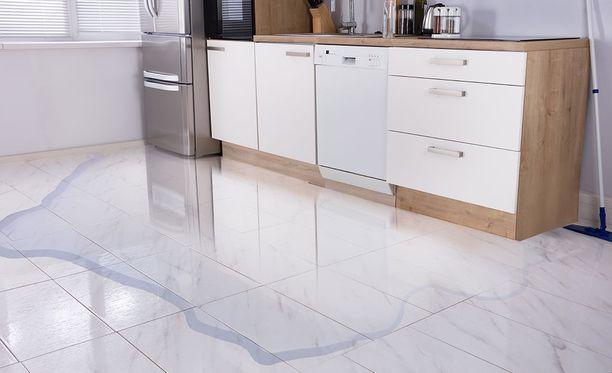 Vesivahinkojen välttämiseksi astianpesu- ja pyykinpesukoneiden sulut on syytä pitää kiinni aina kun koneet eivät ole käytössä.