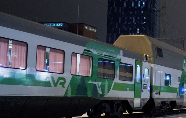 Hyväksikäyttö tapahtui liikkuvassa junassa ennen sen saapumista Tampereen asemalle. Kuvituskuva.