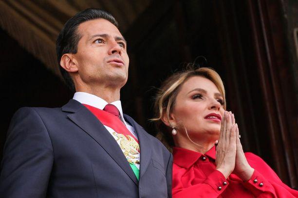 Enrique Peña Nietolla on värikäs yksityiselämä ja menneisyys. Vaimo on entinen saippusarjan näyttelijätär, ja hänen kanssaan presidentillä on kolme lasta. Lisäksi Peña Nietolla on kaksi avioliiton ulkopuolella syntynyttä lasta.