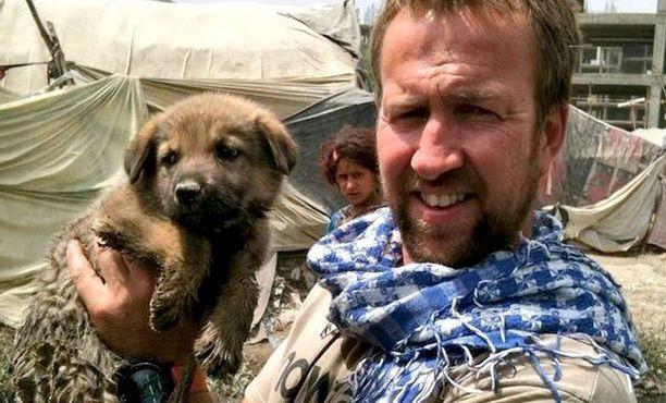 Paul Farthing palveli Afganistanissa 2000-luvun alussa ja jäi komennuksensa jälkeen Kabuliin pelastamaan orpoeläimiä.