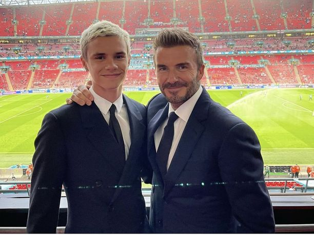 Romeo Beckham seuraa isänsä jalanjälkiä futisammattilaisena.