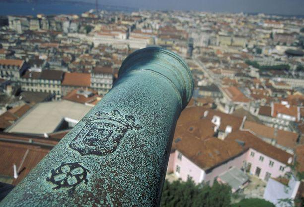 São Jorgen linnasta avautuu komea näkymä yli Lissabonin keskustan.