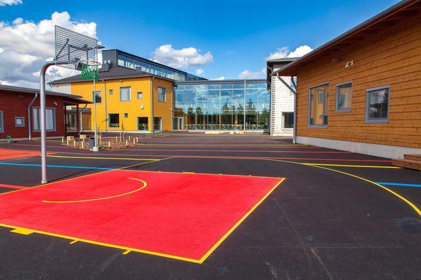 Pudasjärven Hirsikampus on rakennuskompleksi, jossa on tilaa 800:lla oppilaalle.