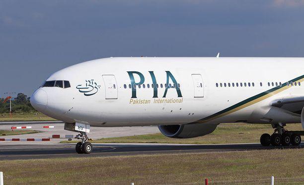 PIA:n kone teki hätälaskun Manchesterin lentokentälle.