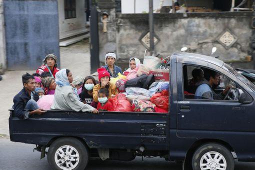 Noin 10 000 ihmistä on joutunut pakenemaan tulivuoren lähistöltä.
