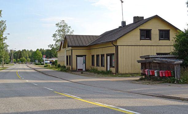 Pylkönmäen kylänraitilla oli torstai-iltana harras tunnelma.