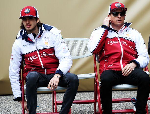 Kimi Räikkönen on vastannut Alfa Romeon pistepotin lihottamisesta yksinään. Antonio Giovinazzin alkukausi on ollut todella vaikea.