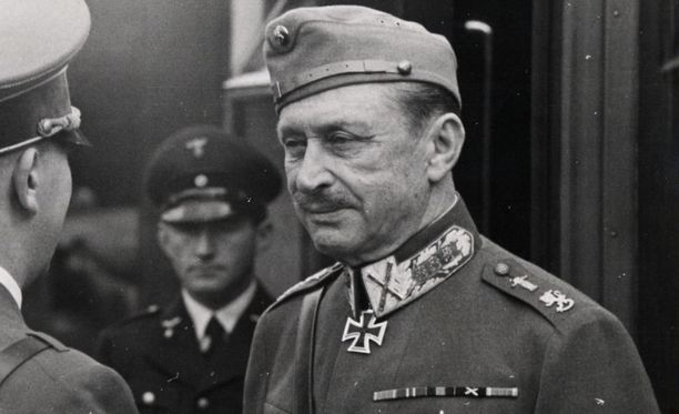 Marsalkka Mannerheim sai oman muistolaatan Pietariin.