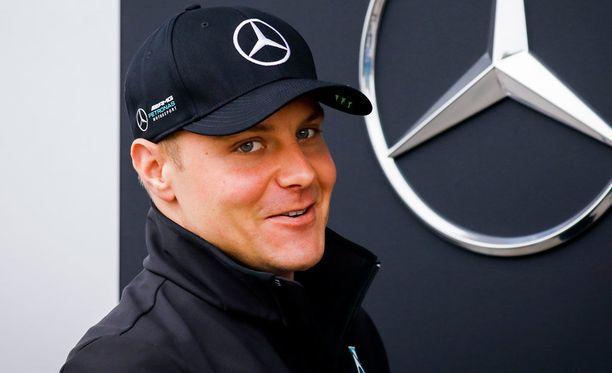 Valtteri Bottas jatkaa Mersulla myös ensi kaudella.