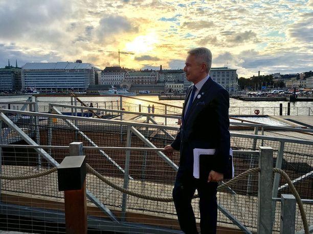 Pekka Haavisto järjesti kampanjatilaisuutensa Allas Sea Poolilla, josta on näköyhteys Presidentinlinnaan. Haaviston Antonio-puoliso oli Brysselissä katsomassa lasta, joka oli syntynyt hänen sisarensa tyttärelle.
