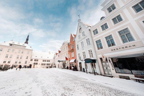 Suomalaiset pääsevät jälleen Viroon vapaasti. Kuvituskuva Tallinnan vanhasta kaupungista.