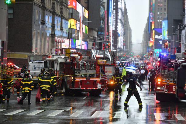 Palokunta ja muut pelastustyöntekijät olivat nopeasti paikalla.
