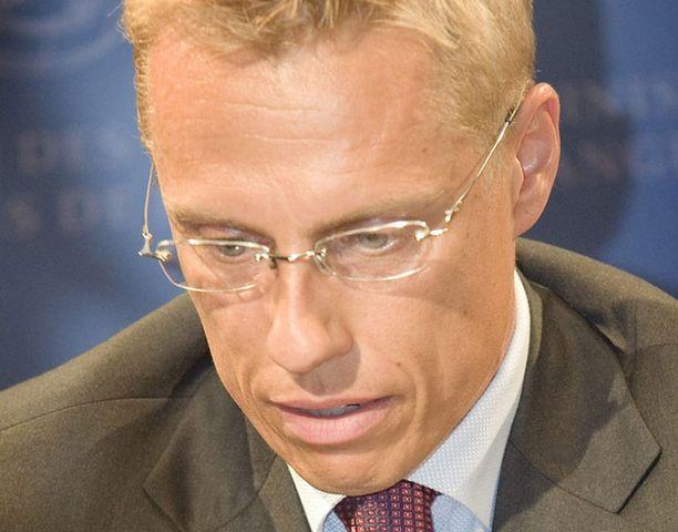 Alexander Stubb itse perusteli julkistamista avoimuuden lisäämisellä.