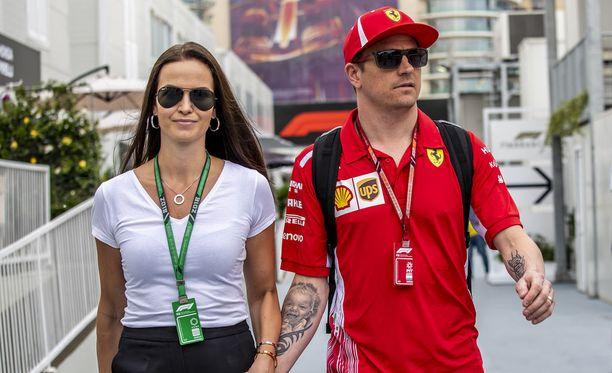 Minttu Räikkönen ei mitä ilmeisimmin pitänyt Lewis Hamiltonin vihjailuista.