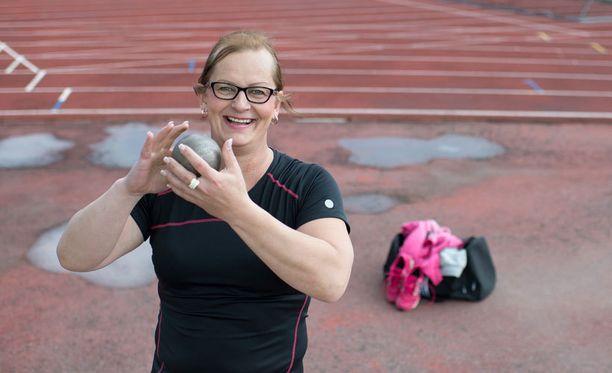 Vera Räsäselle myönnettiin pysyvät kilpailuoikeudet naisten sarjaan.