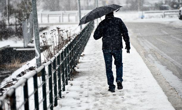 Osassa maata tulee sunnuntaina räntää ja lunta.