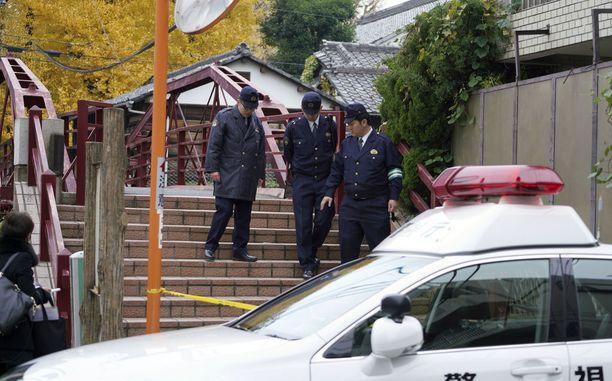 Kolme ihmistä kuoli ja yksi haavoittui erikoisessa miekkaiskussa shintolaispyhäkössä Tokiossa puoli yhdeksältä torstai-iltana.