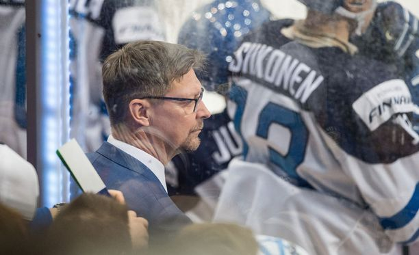 Jukka Jalosen mukaan nuuskaaminen on jatkossa kiellettyä yhteisissä tapahtumissa.