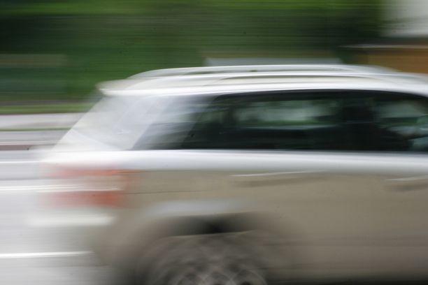 Ruuhkien lisäksi ennakoivasti ohjattaviin nopeusrajoitusmerkkeihin vaikuttaa myös sää- ja keliolosuhteet. Kuvituskuva.