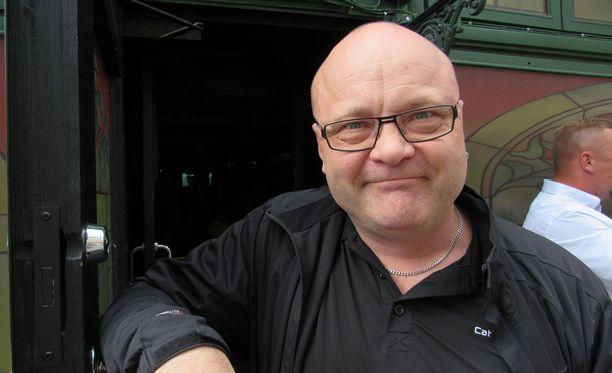 Tapio Suominen poseerasi Iltalehdelle kesäkuussa. Nyt hän kertoo olevansa 10 kiloa hoikempi.