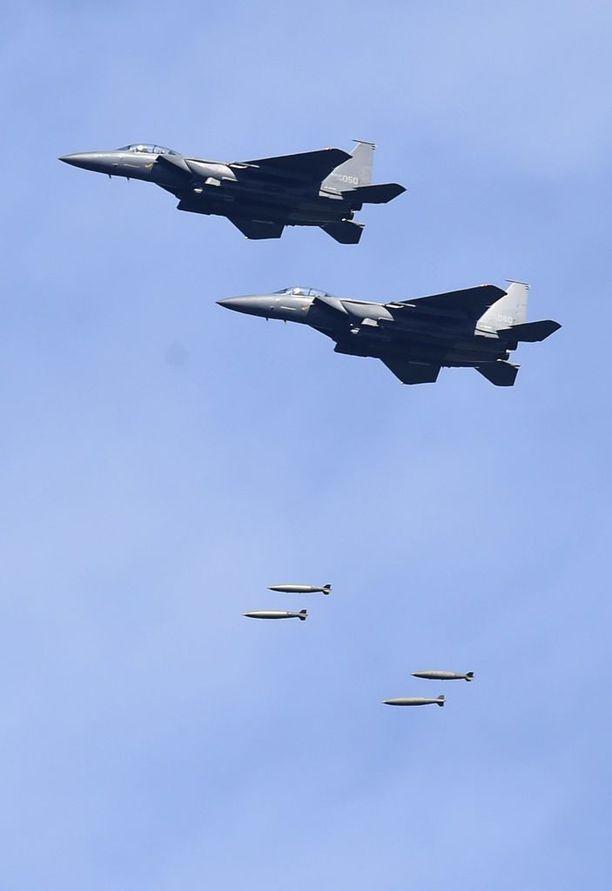 Etelä-Korean F-15K-koneet harjoittelivat Pohjois-Korean johdon pommittamista joitakin tunteja sen jälkeen, kun ohjus oli lentänyt Japanin yli.