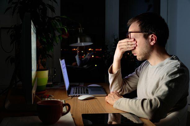 Aivosumu on tutkimusten mukaan yksi mahdollinen koronan pitkittynyt jälkioire, joka näkyy kognitiivisen suorituskyvyn sakkaamisena.