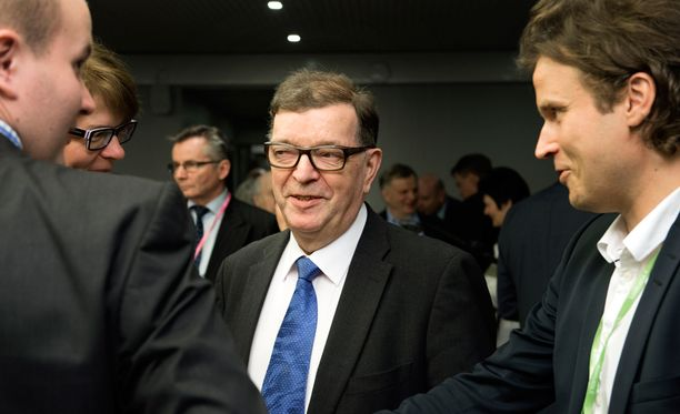 Paavo Väyrynen linjaa blogikirjoituksessaan, että euro on yhtenäisvaluuttana on epäonnistunut.