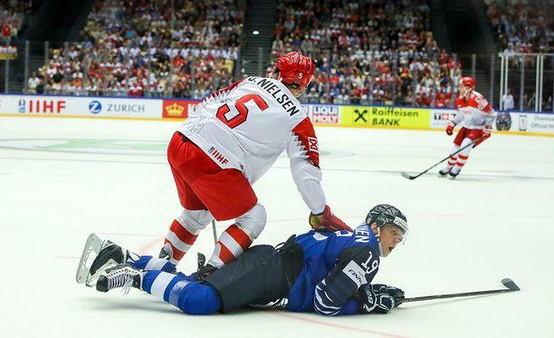 Suomi jäi fyysisyydessä hopealle, kuten Veli-Matti Savinainen tässä - joka tosin on joukkueen kovimpia kamppailijoita,