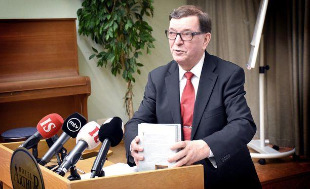 """""""Kevätkaudella aion valmistautua huolellisesti Sotkamossa järjestettävään Keskustan puoluekokoukseen"""", Väyrynen totesi maanantaina."""