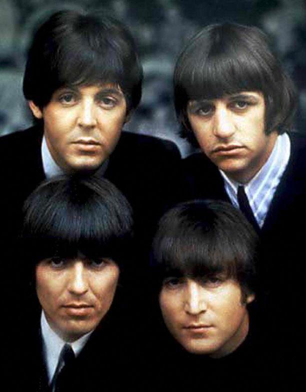 The Beatlesin muodostivat Paul McCartney, Ringo Starr, George Harrison ja John Lennon (alh. oik.).