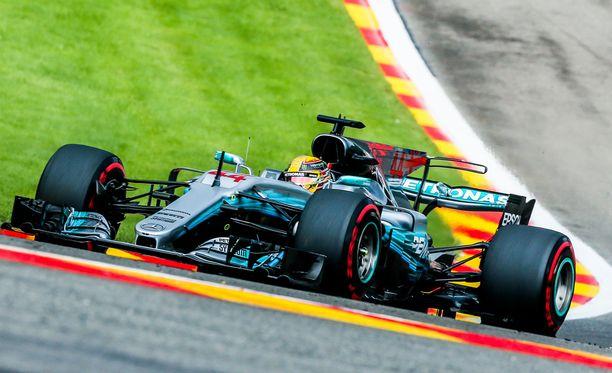 Lewis Hamilton löi Kimi Räikkösen tekemän rataennätyksen Belgiassa.