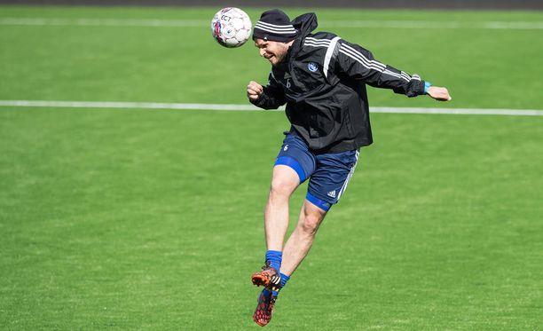 HJK:n kapteeni Markus Heikkinen on kokenut kymmenet kuumat derbyt. Hän tahtoo mukaan tänäänkin, jos terveys kestää.
