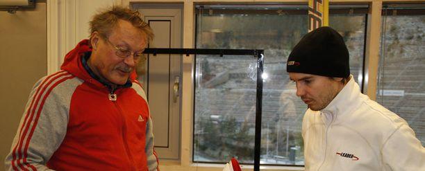 Ilkka Tuomikoski ja Harri Olli ovat suunnitelleet siteitä yhdessä.