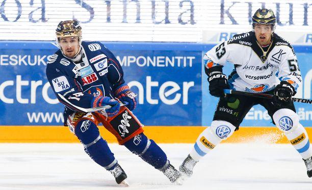 Niko Tuhkanen pelasi viime kaudella Pekka Jormakkaa vastaan SM-liigassa.