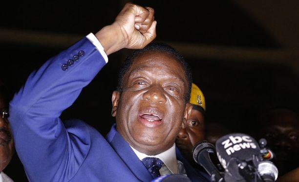 Zimbabwen varapresidentti ja perjantaina maan johtoon astuva Emmerson Mnangagwa sai sankarin vastaanoton palattuaan keskiviikkona takaisin maahan.